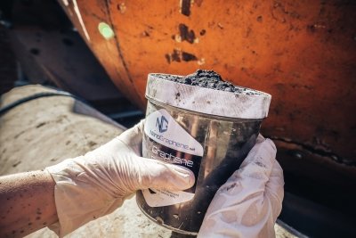 Graphene for cement and building mixtures